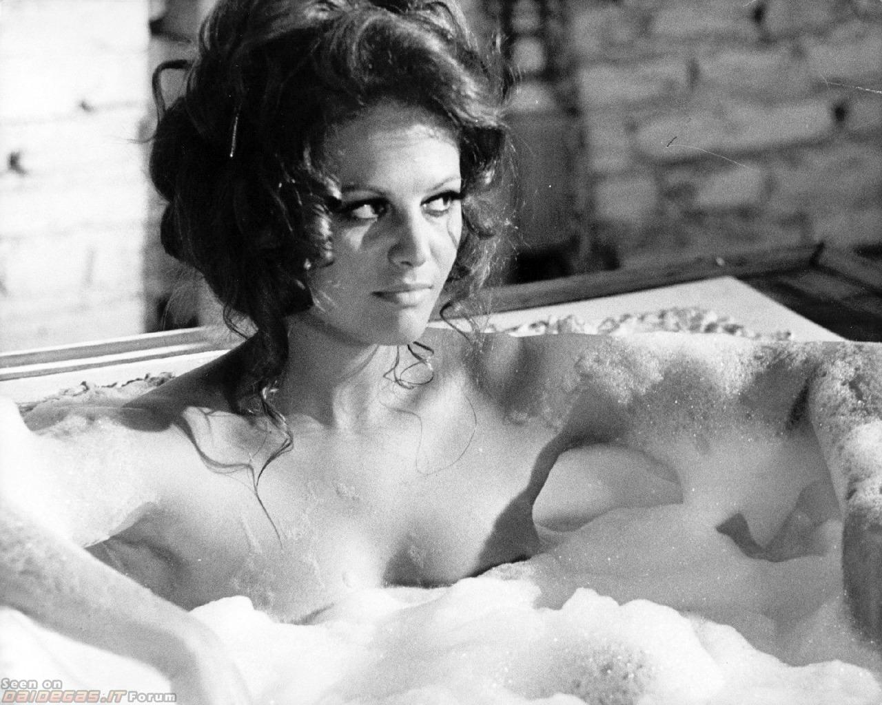 Claudia-Cardinale-nuda-bagno (1)
