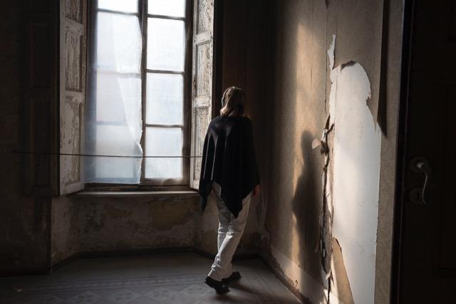 """""""Hai lasciato la luce accesa"""": l'esperienza immersiva di Elena Pugliese a Casa Bossi"""