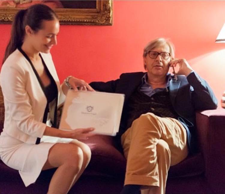 """Vittorio Sgarbi: """"Il momento più erotico è il momento dell'applauso"""""""
