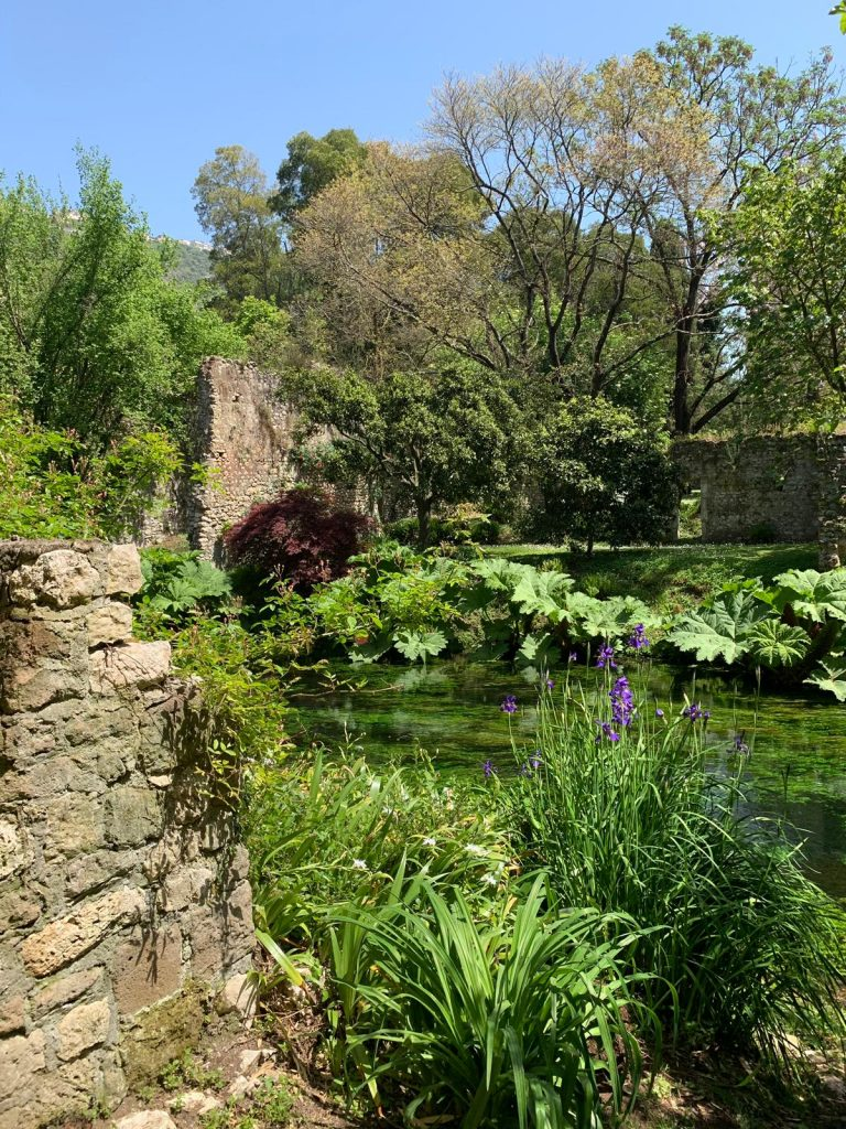 Nel 2000 il Giardino di Ninfa è stato dichiarato monumento naturale della Repubblica Italiana ed è considerato uno dei giardini più belli al mondo.