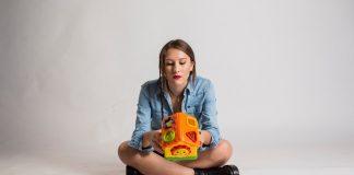 La voglia, la paura, ma soprattutto la conquista di crescere, sono al centro di Diventeremo adulti, opera d'esordio della palermitana Giulia Mei