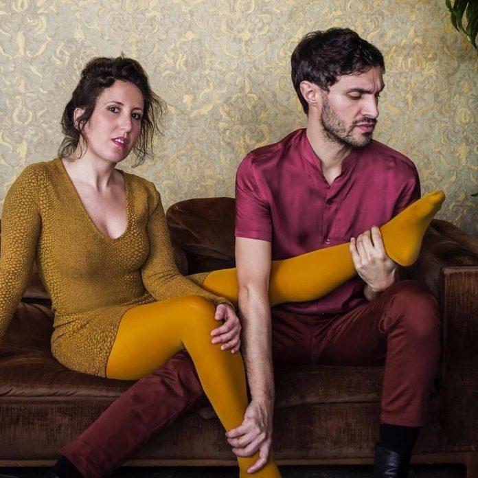 Tristi Tropici è il titolo del primo disco di Canarie, un duo composto da Paola Mirabella e Andrea Pulcini.