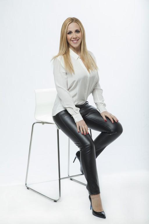 Lisa Marzoli è la padrona di casa de La Vita in Diretta Estate al fianco di Beppe Convertini