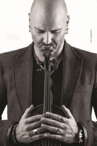 Alessandro Quarta: via il frac dal violino!