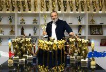 """Mario Salieri fa il suo esordio nella commedia dell'arte con """"I morti non fanno paura"""", liberamente ispirato all'omonimo atto unico di Eduardo De Filippo"""