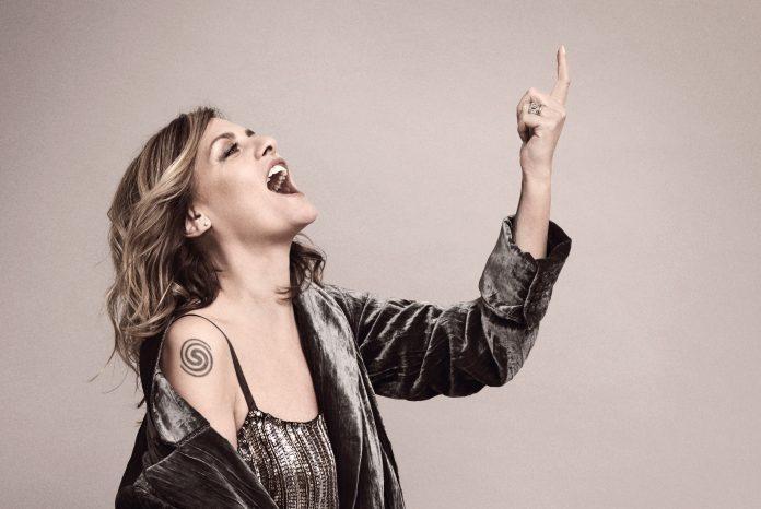"""""""Grandissimo"""", antologia dei 25 anni di carriera di Irene Grandi, che presenterà live quest'estate lungo tutta la penisola"""