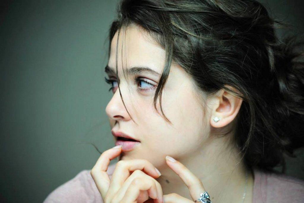 """Il tempo è poco e Francesca Luce Cardinale sta per salire sul palcoscenico dell'undicesima edizione delle """"Giornate del Cinema Lucano"""" di Maratea"""