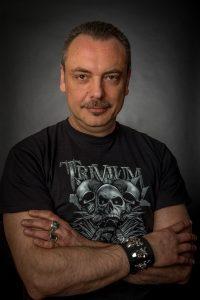 Alessandro Manzetti, vincitore del Bram Stoker Award, ha al suo attivo numerose pubblicazioni nazionali e straniere e ha fondato l'Independent Legions