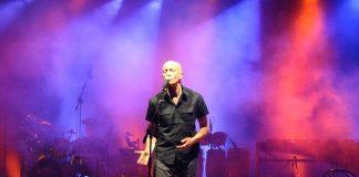 """Frontman degli Avion Travel, Peppe Servillo è """"on the road"""" con il suo gruppo, Uomini in Frac, in omaggio a Domenico Modugno"""