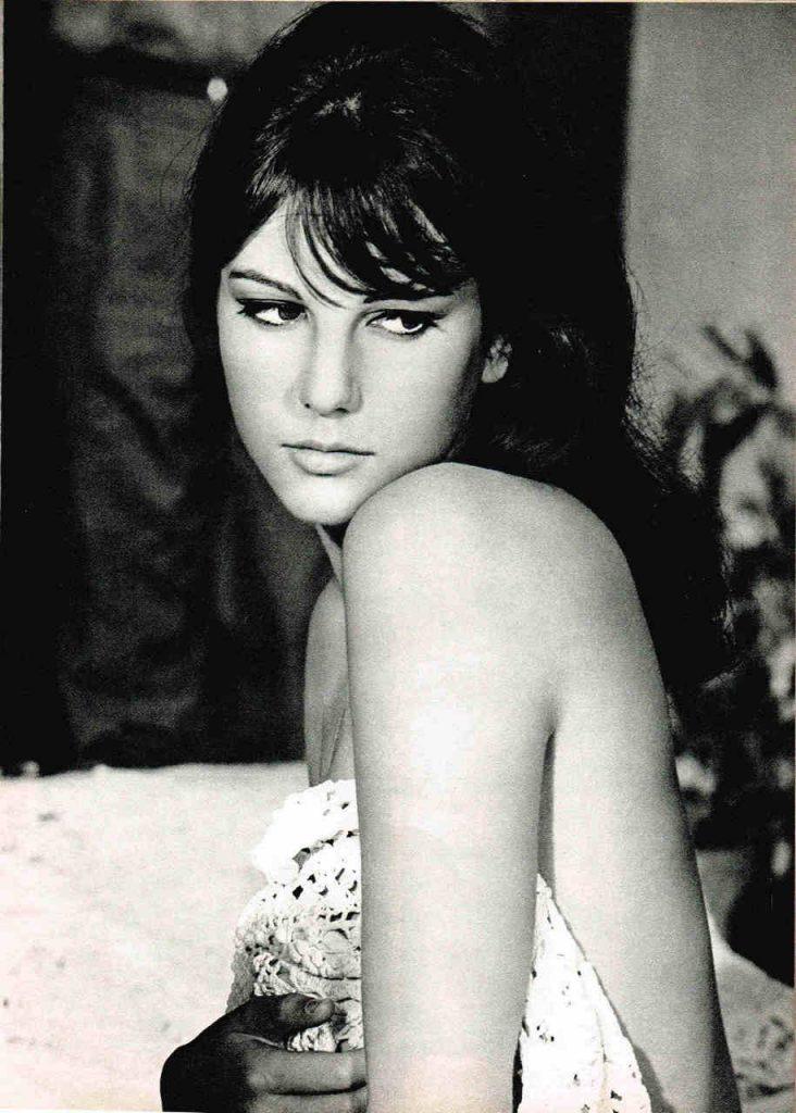 Stefania Sandrelli in uno scatto di scena sul set del film L'amante di Gramigna (1968) di Carlo Lizzani - fotografia scattata in Italia nel pubblico dominio