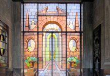 Il giovane fotografo Luigi Matteoni espone in una mostra in via Aosta 17 a Milano una serie di foto degli ingressi Art Déco più belli di Milano