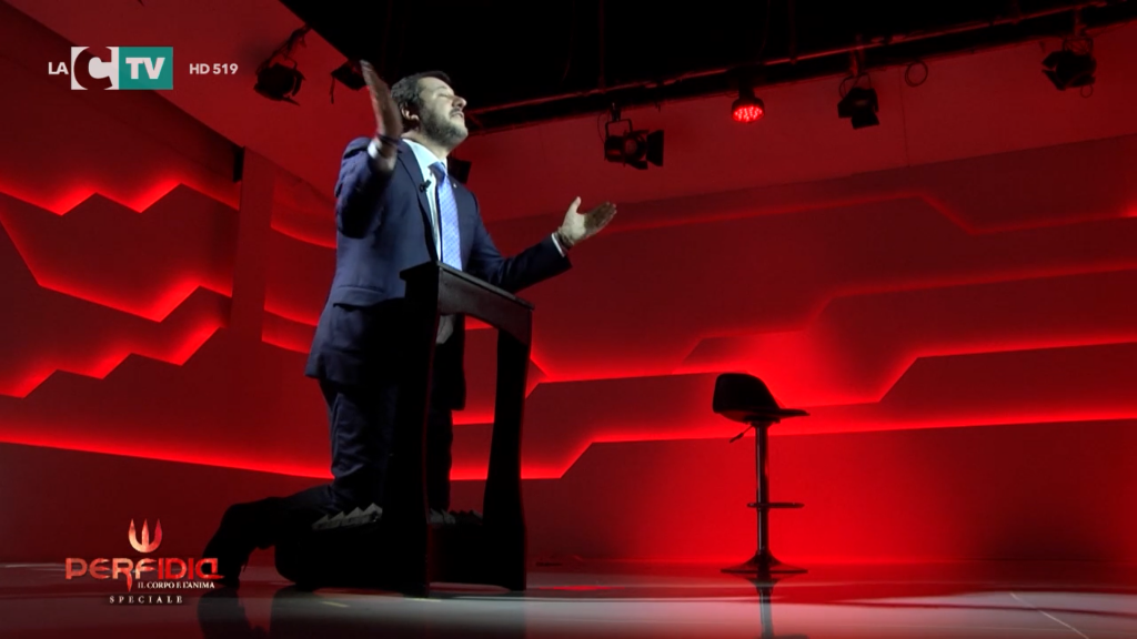 """Nell'inferno con """"Perfidia"""": Matteo Salvini, ospite dello speciale """"Perfida"""" di Antonella Grippo su LaC Tv, ha dato  un'inedita e divertente immagine di sè."""