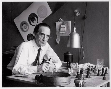 Duchamp-with-chess-board-NY