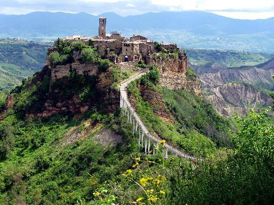 isolated-civita-di-bagnoregio