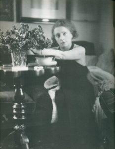 Margherita Sarfatti nel suo studio, 1931 - fotografo: Fotografia Ghitta Carrel - fonte: ilgiornale.it
