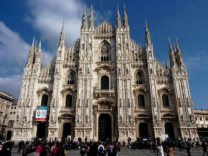 """Il Duomo di Milano? L'hanno fatto i giganti: così parlò il """"terrapiattista""""..."""