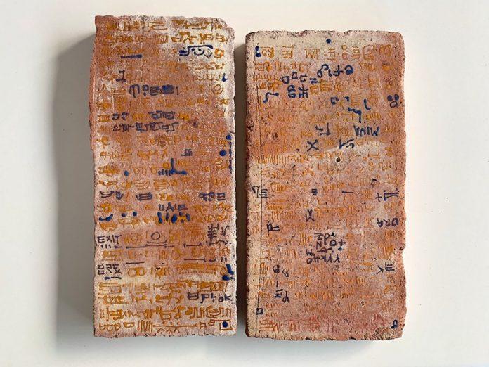 Ci sono due buoni motivi per visitare la mostra The Library of encoded time di Michele Ciacciofera al Museo Marino Marini di Firenze
