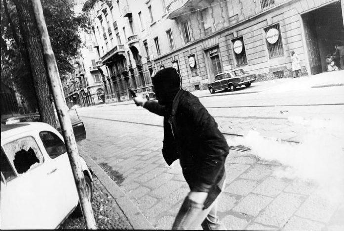 Gli inquinamenti ideologici prodotti in Italia dal '68, con i sessantottini che ora infilano ovunque Bella ciao a sessantadue anni